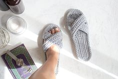 Knitted slippers for women - Bridesmaid slippers - Gift for friends - Gray crochet slippers - Womens house slipper - Bridal slippers Bride Slippers, Wedding Slippers, Grey Slippers, Knitted Slippers, Slipper Boots, Womens Slippers, Crochet Boots Pattern, Crochet Shoes, Hand Crochet