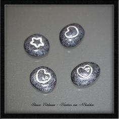 Vier kleine Dekosteine im Set     3 x Herz 1 x Stern    aus Polymer Clay - mit Klarlack überzogen    Prima auch als Geschenk geeignet!