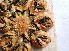 Savory wholewheat braided bread (or star bread) with pesto / Цельнозерновой плетеный хлеб с песто из петрушки