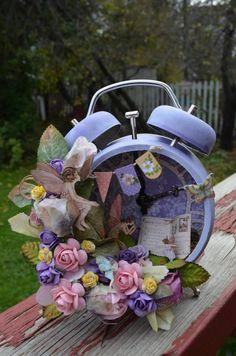 Vintage Alarm Clocks for Some Crafty DIY Inspiration :: Home design ideas,DIY Creative Ideas, Craft Ideas,Art Design Altered Tins, Altered Art, Clock Craft, Vintage Alarm Clocks, Pot A Crayon, Ideas Geniales, Recycled Art, Repurposed, Vintage Crafts
