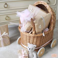 ⋆ MAMA to the maxMAMA to the max Baby Box, Lets Celebrate, Baby Quilts, Gift Baskets, Little Ones, Baby Shower, Creative, Gifts, Diy Baby