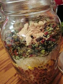 Feast your eyes on this amazingly simple and delicious soup! I received a great book called Dinner Is In The Jar in the mail several m. Dry Soup Mix, Soup Mixes, Spice Mixes, Mason Jar Meals, Meals In A Jar, Homemade Seasonings, Homemade Sauce, Canning Recipes, Jar Recipes