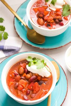A hearty and comforting vegetarian chili with plenty of staple vegetables and nutritious beans. This vegetarian chili is a new family favourite recipe that hits the spot. It's a delicious, budget-friendly meal any night of the week. Vegetarian Chili Easy, Vegetarian Recipes, Best Dishes, Main Dishes, Poblano Chili, Canned Black Beans, Cheap Dinners, Budget Meals, Food Print