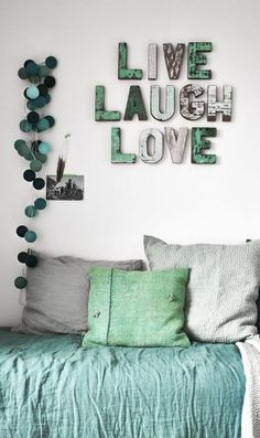 Today we want to show you amazing wall decoration ideas. You can find creative designs and inspiration to help you decorate your room wall. Bedroom Themes, Girls Bedroom, Bedroom Decor, Aqua Bedrooms, Bedroom Ideas, Happy Lights, Diy Casa, Home And Deco, Wooden Letters