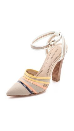 Kiran Canvas Pumps With Pointed Toe Closed Summer Shoesshoe