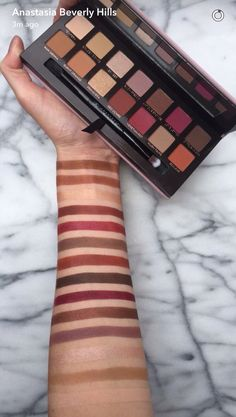 The Modern Renaissance Palette features 14 shades that range from neutral to berry tones. Shop this eyeshadow palette at Anastasia Beverly Hills. Kiss Makeup, Love Makeup, Makeup Inspo, Makeup Inspiration, Beauty Makeup, Photo Makeup, Makeup Ideas, Makeup Tips, Eyeliner