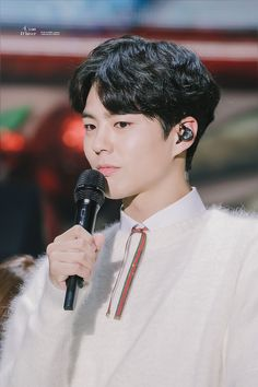 Park Bo Gum Wallpaper, Park Go Bum, Love Park, Kdrama Actors, K Idols, Korean Actors, Hairstyle, Singer, Celebrities