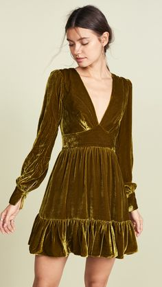 Velvet clothes - Your Everything Guide to Holiday Dresses – Velvet clothes Women's Fashion Dresses, Dress Outfits, Fall Outfits, Fashion Night, Autumn Fashion, Velvet Fashion, Going Out Outfits, Going Out Dresses, Dress Cuts