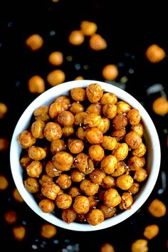 You only need to make these Crispy Roasted Chickpeas. Roasted Chickpeas are the perfect healthy snack or you can add them to salads and bowls. Roasted Chickpeas Recipe If you are a regular reader of Fun Easy Recipes, Whole Food Recipes, Dog Food Recipes, Easy Meals, Chickpea Recipes, Vegetarian Recipes, Vegan Vegetarian, Healthy Recipes, Vegan Appetizers