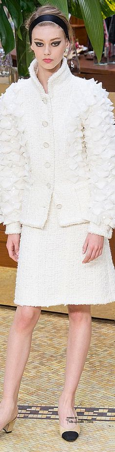 Chanel Fall 2015 Ready-to-Wear Fashion Show, Check more at Chanel Outfit, Chanel Fashion, Couture Fashion, Love Fashion, High Fashion, Winter Fashion, Fashion Show, Fashion Design, Chanel Style