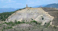 Seguint pel camí vessant amunt s'obté la millor vista global del fenòmen. #esllavissada #puigcercos #geologia #pallarsjussa #concadetremp #tremp.