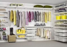 [gallery Need a storage system for your clothes and footwear? Elfa storage system seems to be the best solution. Wardrobe Shelving, Elfa Shelving, Ikea Algot, Girls Dressing Room, Elfa Closet, Shelving Solutions, Small Closet Organization, Walk In Wardrobe, House Design