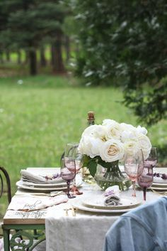 FRENCH COUNTRY COTTAGE: vintage table set outdoors