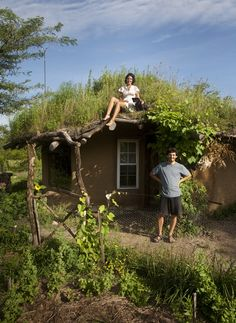 A complete recipe for building a cob house for $3000. Here's how you too can build an inexpensive, natural house for little money.