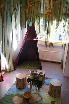 Magical dramatic play environment at Fantasifantasten ≈≈ Play Based Learning, Learning Spaces, Learning Centers, Early Learning, Classroom Setting, Classroom Design, Classroom Themes, Dramatic Play Area, Dramatic Play Centers