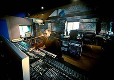 chemical brothers tom rowlands in the studio