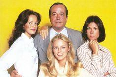 droles de dames | Kelly, Chris et Sabrina en compagnie de l'indispensable Bosley.