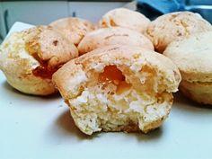 Chipa paraguaya: muffins de queso y tapioca - Gluten free  350g Tapioca o cassava o harina de mandioca - 1 cucharadita de sal - 1 cucharadita de polvo de hornear  - 1/2 taza de mantequilla derretida - 2/3 taza de queso rallado Grana Padano - 1 taza de queso mozzarella rallado - 150g de queso cheddar maduro, en daditos* - 2 huevos grandes - 180ml de nata para cocinar o leche entera