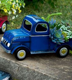 Outdoor Solar Planter With Vintage Classic Truck Design, Red - Plow & Hearth Diy Vintage Toys, Vintage Cars, Classic Trucks, Classic Cars, Chevy Classic, Classic Style, Vintage Chevy Trucks, Metal Garden Art, Truck Design