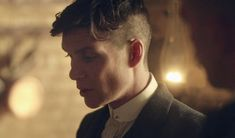 Cillian Murphy as Badass Gangster Thomas Shelby in Peaky Blinders Alex Pettyfer, Carole Lombard, Lauren Bacall, Bowl Cut, Sketch Inspiration, Peaky Blinders, Cillian Murphy, Tom Hardy, Michael Fassbender