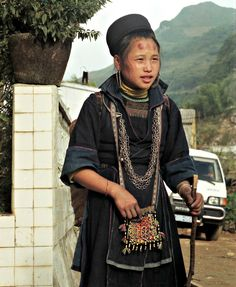Black Hmong girl - I love the costume ♥