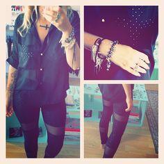 collar cruz acostada + camisa cruz tachas + leggins transparencias + pulsera puas doradas + pulsera dijes.