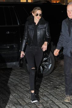 http://www.hawtcelebs.com/wp-content/uploads/2018/01/gigi-hadid-arrives-at-her-home-in-new-york-01-17-2018-7.jpg