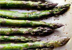 Roast asparagus this way and it becomes positively juicy You'd think one pound would be enough for four people, but in my experience the thick… Best Asparagus Recipe, Oven Roasted Asparagus, How To Cook Asparagus, Grilled Asparagus, Roasted Cauliflower, Pesto Recipe, Vegetable Sides, Vegetable Recipes, Chicken Recipes