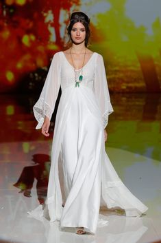 Rembo styling — Catwalk 2018 — Ginger: Boho Chiffon dress with trompete chiffon sleeves and top in lace. Boho Chic Wedding Dress, Classic Wedding Dress, Perfect Wedding Dress, Bridal Wedding Dresses, Designer Wedding Dresses, Long Kaftan Dress, Chiffon Dress, Dress Up, Rembo Styling 2017