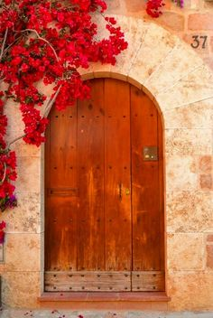Wooden Door, Dubrovnik, Croatia  photo via giveme