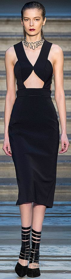 Julien Macdonald Fall 2015 Ready-to-Wear Fashion Show Love Fashion, Runway Fashion, High Fashion, Fashion Show, Autumn Fashion, Fashion Design, London Fashion, Fashion Women, Lil Black Dress