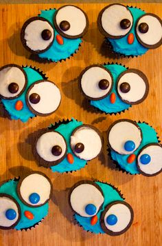 OWL Cupcakes with Oreo Cookie eyes, Recipe:http://bit.ly/1vsMJDd
