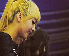 Victoria Song - Autograph Signing GIFs | Beautiful Korean Artists
