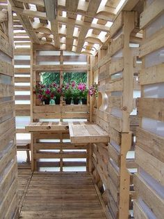 """Pallet based shed. Called a """"house for refugees,"""" made from 100 shipping pallets. Pallet Shed, Pallet Crates, Pallet House, Old Pallets, Recycled Pallets, Pallet Bar, Pallet Benches, Pallet Tables, Pallet Furniture"""