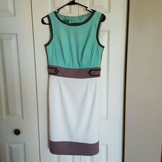 NWOT sleeveless dress NWOT. Never worn. Amazing colors (mint green/white/taupe/dark green lining). Roz & Ali (Dress Barn) Dresses