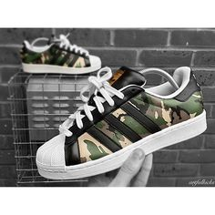 Don't miss out on these Adidas Superstar 'Military 2.0' unisex customs from @artfulkicks. He is a British customiser specialising in exclusive wearable art for your feet. Order via his website or contact him directly through Email/Whatsapp/DirectMessage ✔️.
