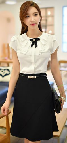 Semi-Flared Silhouette Skirt – Office's Outfit Short Shirts, Bow Shirts, Fashion Outfits, Womens Fashion, Fashion Trends, Office Outfits, Work Attire, Mode Style, Asian Fashion