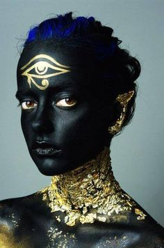 Just neck and ear without the third eye Hd Make Up, Make Up Art, Maquillage Halloween, Halloween Makeup, Egyptian Makeup, Egyptian Fashion, Fantasy Make Up, Special Effects Makeup, Foto Art