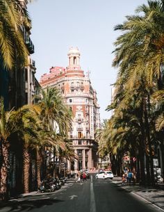 Valencia, the birthplace of Paella is a true gem often overlooked by its brother Barcelona. Discover the best things to do in Valencia on a city trip. Old Gates, Valencia City, Barcelona City, Backpacking Europe, Andalucia, Tour Eiffel, Travel Aesthetic, Spain Travel, Travel Inspiration
