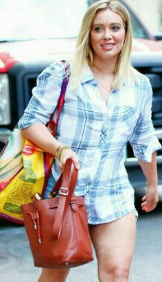 Photo - Hilary Duff – Leaving The Set of 'Younger' in New York City Hilary Duff Legs, Hilary Duff Style, Flannel Shirt Outfit, Hollywood Heroines, Blond, Celebs, Celebrities, The Duff, American Women