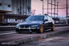 BMW E91 3 series Touring black slammed