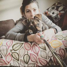 「 A Lucy también le gusta hacerse autofotos (o como se dice ahora, selfies) como a su madre :) #lucybigpaws #selfie #puppyselfie #puppyandmommy #mypuppygirl… 」