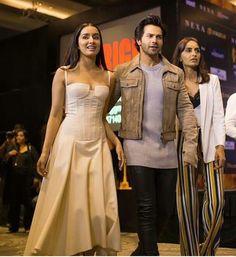 Bollywood Girls, Bollywood Actors, Bollywood Fashion, Varun Dhawan Photos, Shraddha Kapoor Cute, Sraddha Kapoor, Strapless Dress Formal, Formal Dresses, Liam Hemsworth