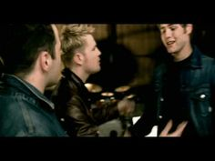 Music video by Westlife performing When You're Looking Like That. (C) 2001 Sony Music Entertainment UK Limited