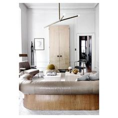 Mid Century style decor is the epitome of bohemian retro design. Its mid century modern lines merge important historical references from the to the with contemporary influences. Get inspired with this interior design and fashion trends for 2018 ! Living Room Lounge, My Living Room, Interior Design Living Room, Living Spaces, Interior Decorating, Living Room Inspiration, Interior Inspiration, Monday Inspiration, Piece A Vivre