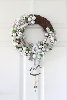 Decofleur Silver Christmas, Christmas Door, Handmade Christmas, Xmas Wreaths, Christmas Decorations, Holiday Decor, Diy Wedding Shoes, Advent, Christmas Time Is Here