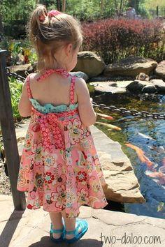 Twodaloo - The Roundabout Dress http://www.two-daloo.com/2013/04/04/a-sweet-spring-dress/
