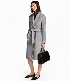 Gray melange. Coat in felted wool-blend fabric. Wide notched lapels, concealed…