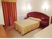 L'AWA Hôtel Festa Brava, La Vella, Andorra avec petit déjeuner inclus, est un hôtel de luxe avec des prix si bas qu'ils prix d'une auberge rivales. Offrant le plus grand confort et la valeur de l'argent, ce bijou de montagne propose des chambres avec salle de bain, télévision par câble et téléphones dans chaque chambre - casiers à skis sont également inclus.