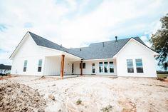 Dream House Plans, Dream Houses, Garage Doors, Barn, Mansions, House Styles, Outdoor Decor, Home Decor, House Ideas